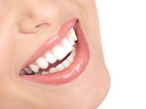Solo un correcto cepillado y el uso del hilo dental pueden disminuir en 90 % posibilidad de caries y trastornos diversos.