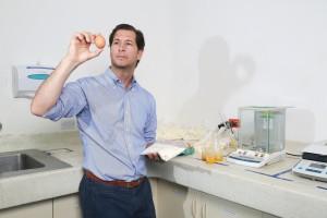 Vasco Masías se dedica a procesar huevos en polvo y líquidos. Tiene presencia en varios países de América Latina y dice que este año será bueno porque va a lanzar varios productos.