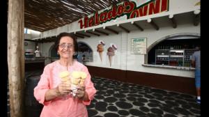 Doña Goyita y su esposo convirtieron un desierto al costado de la carreta en el mejor lugar para saborear un heladito de lúcuma. El éxito que tuvieron hizo que surjan muchos imitadores.