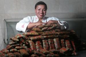 Para Gastón Acurio y miles de sus clientes, prepara los mejores tamales del Perú. Magaly Silva empezó con una olla y 50 soles prestados, ahora los vende en ferias internacionales y hoteles de cinco estrellas.