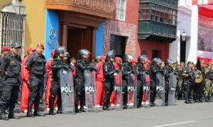 El Fondo de Vivienda Policial pagó más de ¡45 millones de soles! por 502 viviendas en Lurín, que fueron entregadas a medias, mal hechas y en terrenos que estaban en litigio.