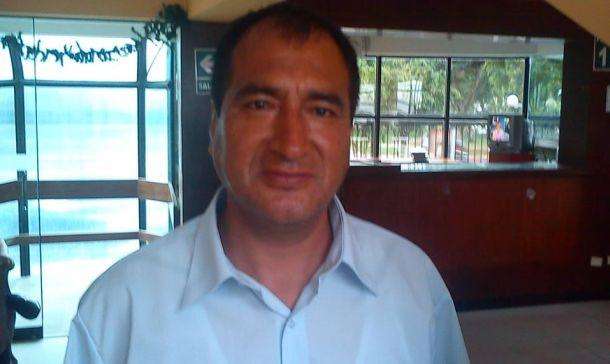 Julio Pizarro tiene una bala metida en el cerebro, medio cuerpo paralizado y no puede hablar. su caso es uno de muchos a causa de la delincuencia en el Callao.