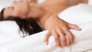 A veces la mujer no llega al orgasmo por  experiencias previas insatisfactorias, desconocimiento del propio cuerpo, entre otros.