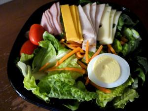 Todos los grupos de alimentos deben estar presentes en tus comidas principales.