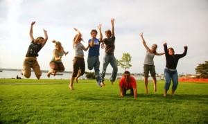Todo adolescente necesita socializar y aprender de la vida no solo con sus padres sino también con amigos.
